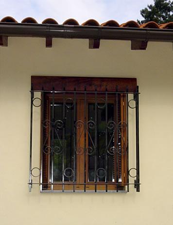 Biena ventanas vidrieras for Pintar ventanas de madera exterior